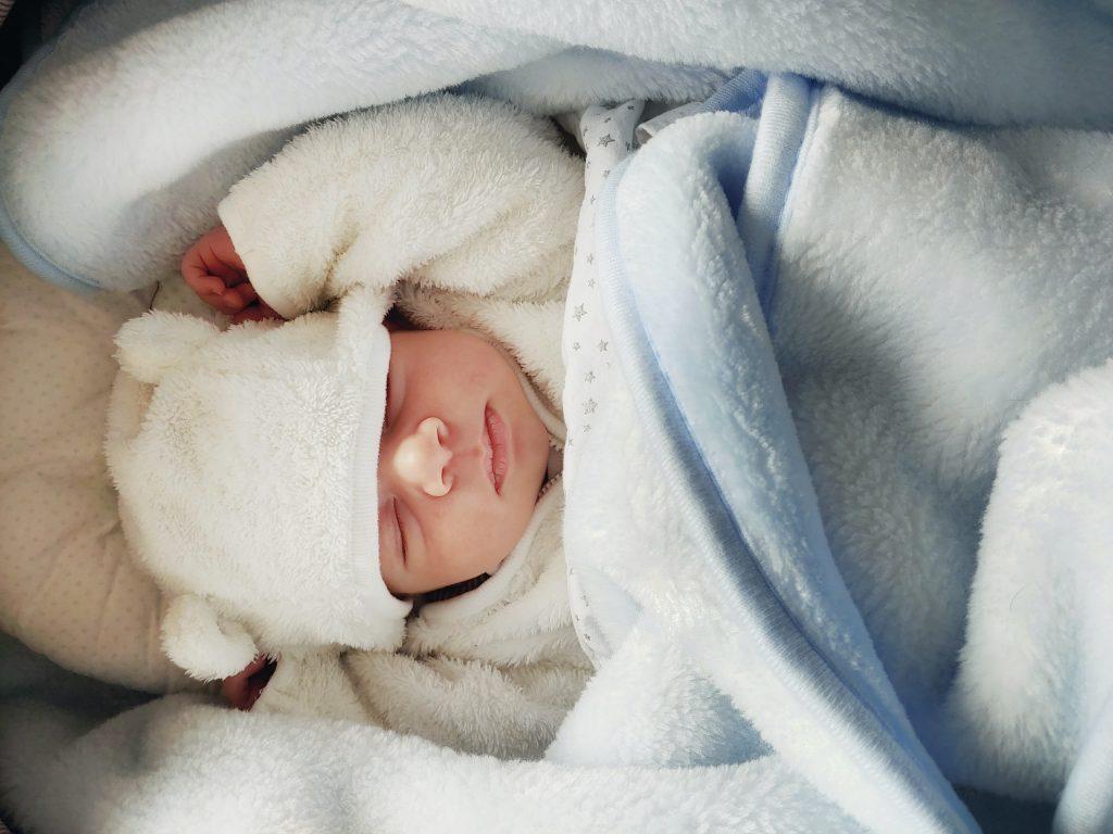 Pijamale groase pentru bebeluși